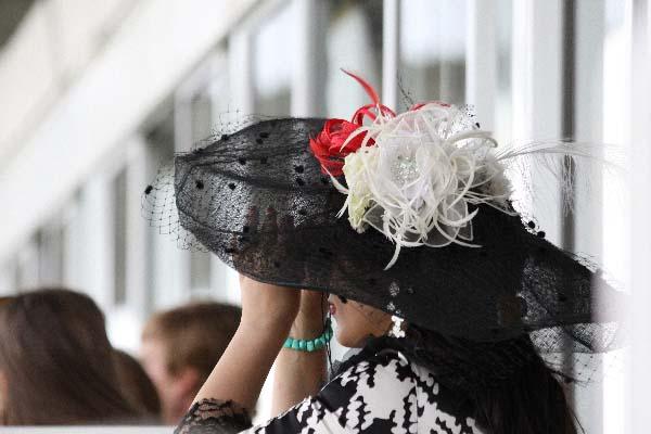 Diane Longines village dhonneur relation publique vip ticket horse racing corporate package event offre luxe